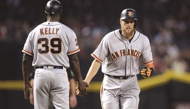Pence scores again as Giants power past Diamondbacks